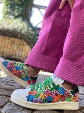 Custom sneakers - Shell & flower bonanza profil stående