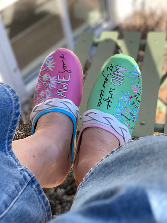 Custom sneakers Awesome midwife framifrån