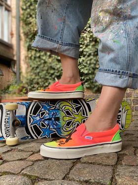 Custom sneakers - Sk8 4 life liggande skateboard