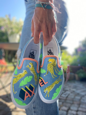 Custom sneakers - Superhjälte i handen