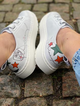 Custom sneakers - Alice the daschund insidor