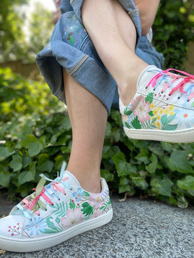 Custom sneakers - Midsommarnattsdröm posering