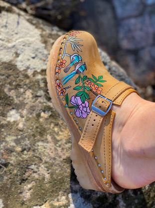 Custom clogs - Birds of paradise rosa porträtt