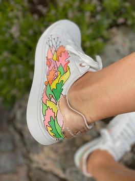 Custom sneakers - Who let tthe dogs out vänster utsida