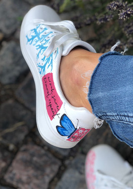 Custom sneakers - Branches and butterflies - Blå fjäril häl