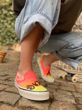 Custom sneakers - Sk8 4 life sitta på huk