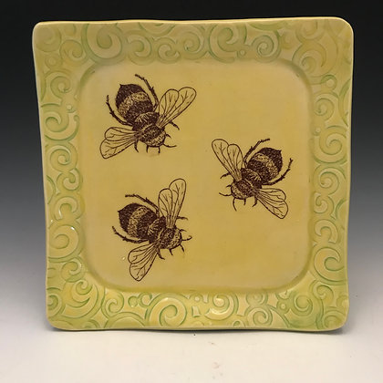square bee plate in yellow