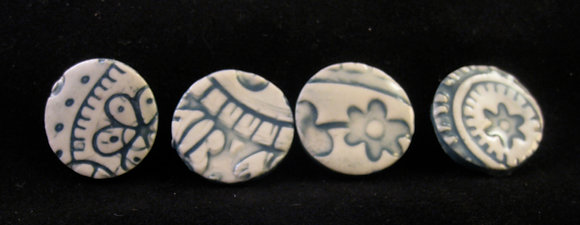 6 turquiose buttons