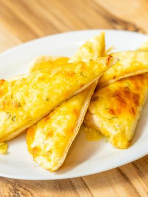 The Pint Club_cheesy garlic bread.jpg