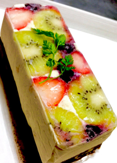 Vegan Fruits Raw Cake