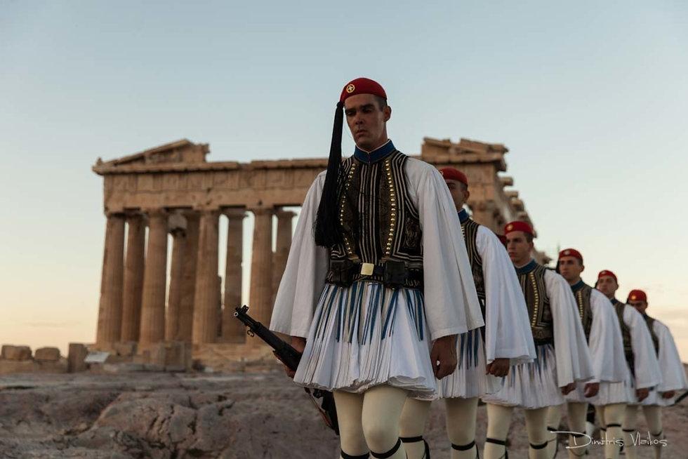 Evoznes_Greek_Presidential_guard_Acropol