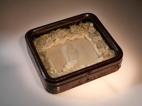 Senza titolo, 2002, legno stoffa pastello, cm 19,5 x 17,5 x 5