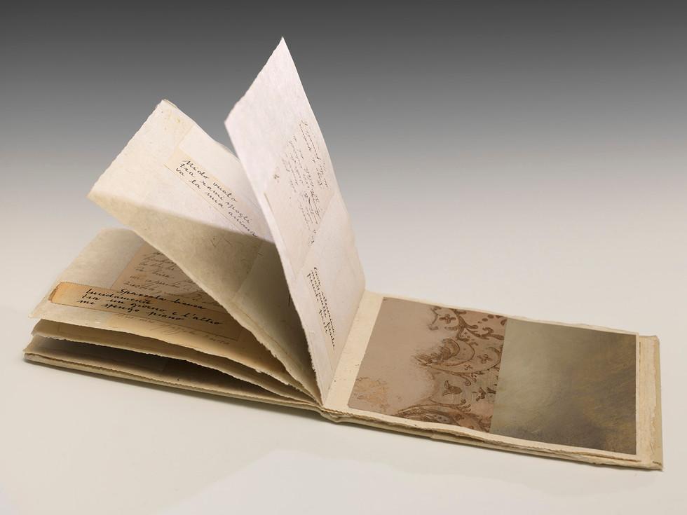 8 haiku, 2018, carta stoffa pittura ad olio su carta, cm 21,5 x 15 x 1,5