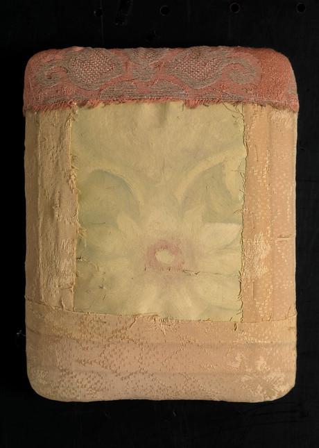 Senza titolo, 2002, cartone carta metallo nido, cm 22 x 14,5 x 24,5