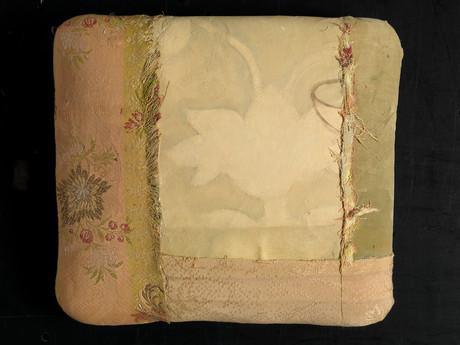 Senza titolo, 2014, stoffa olio su carta su tela, cm 29 x 26 x 4