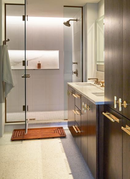 bathroom1_lights on.jpg