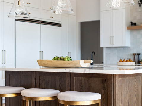Kitchen design with pendant lighting by Temecula, California based staging and interior designer Laura Lochrin Interiors.