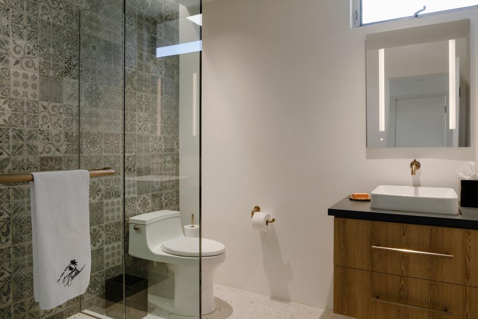 19b-Bath 1.jpg