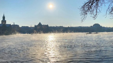 Praha sluncem zalitá