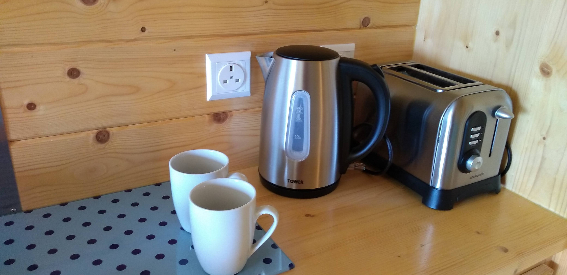 Toaster, Kettle, Plates, Glasses, Cutlery and Pans Provided.