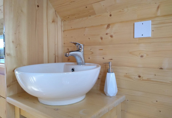 No more late night trips to the bathroom, with en suite glamping.