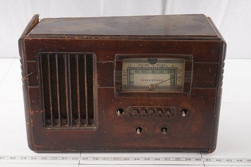 1938 Silvertone Tube Radio Model 6125 - Hums