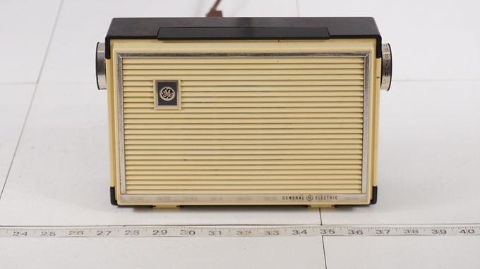 1958 General Electric Radio Model P-881 B T