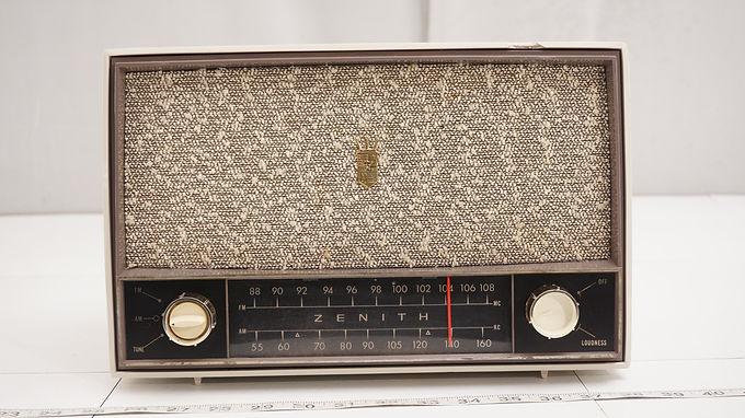 1950s Zenith Tube Radio Model C724 G - Asis