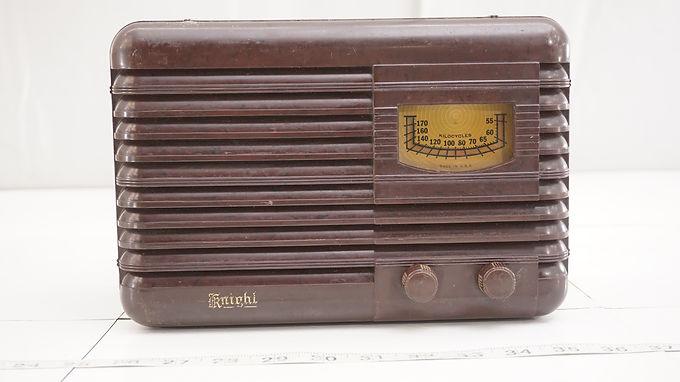 1940s Knight Tube Radio - Bakelite Cabinet Model