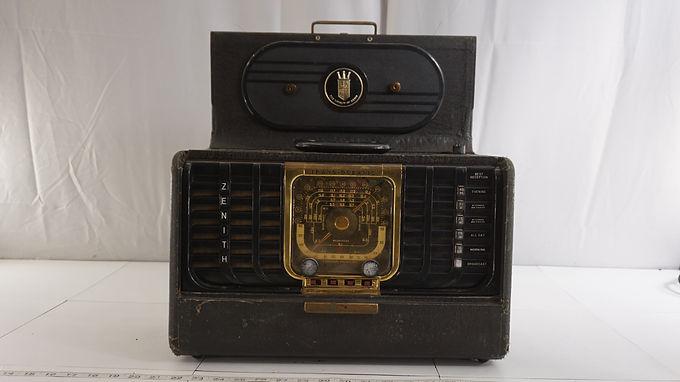 1950s Zenith Trans- Oceanic Tube Radio Model 650 D - Works B