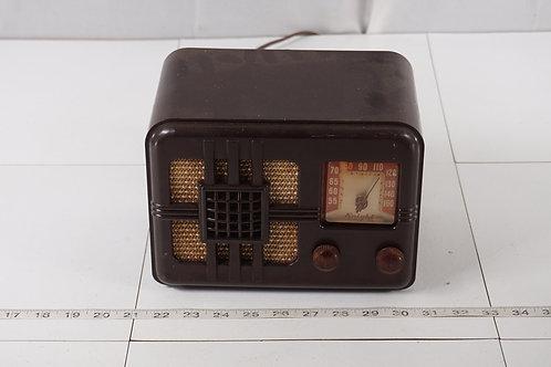 1946 Knight Ranger Bakelite Tube Radio Model 83-275  - Hums