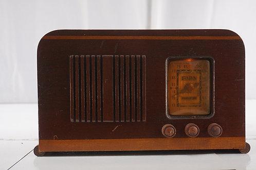 1939 Fada Tube Radio Model 169 Aa5 - Hums