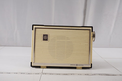1958 General Electric Tube Radio - Asis