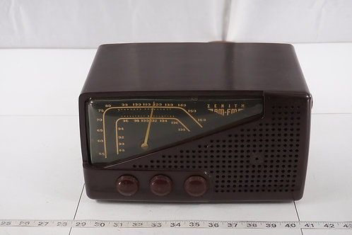 1949 Zenith Tube Radio Model 7 H822 - Works