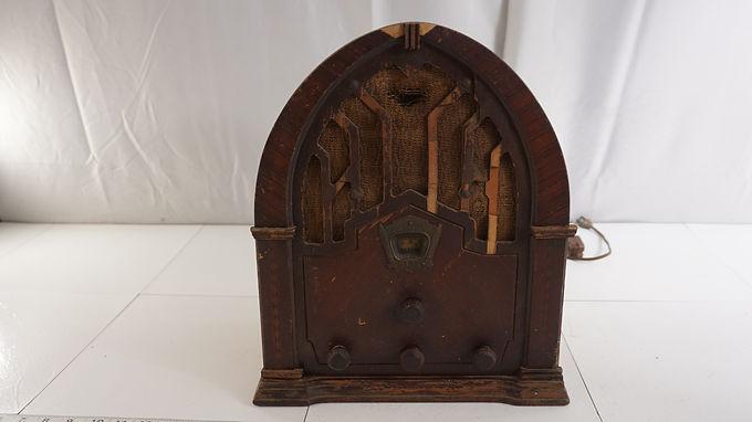 1933 Crosley Cathedral Tube Radio Model 168 - Hums