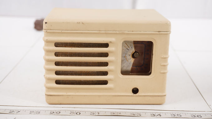 1940s Bakelite Tube Radio