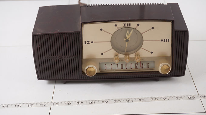 1955 General Electric Alarm Clock Radio Model 911- D - Works