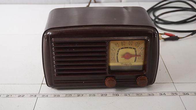 1947 Motorola Aero- Vane Tube Radio Model 56 X11 - Hums