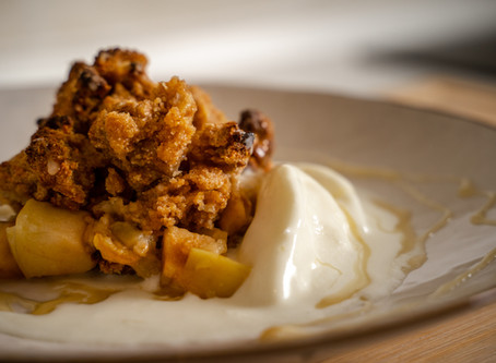MAGDA MACHT´S #1: Apfel-Crumble mit Joghurteis