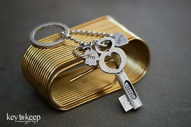 מחזיק מפתחות עם הקדשה, חמסה, תליון בריאות ולב מלא אהבה
