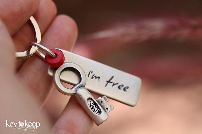 מחזיק מפתחות עם הקדשה אישית - I'm free