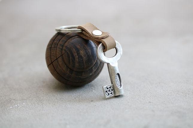 מחזיק מפתחות עם הקדשה, דגם 101 , בהיר