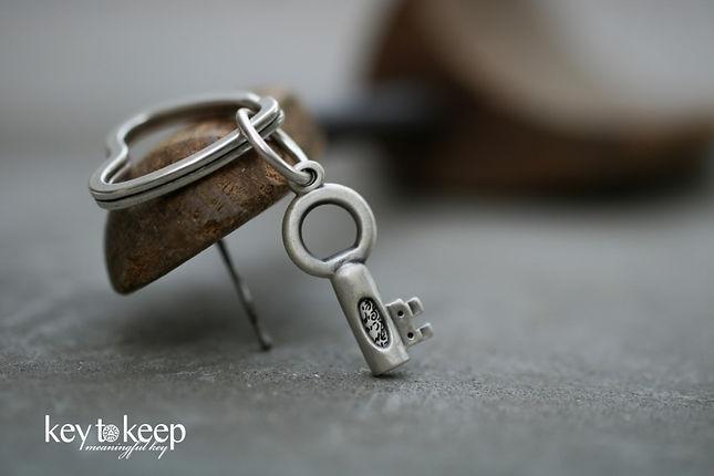 מחזיק מפתחות עם הקדשה. מפתח ברכה קטן