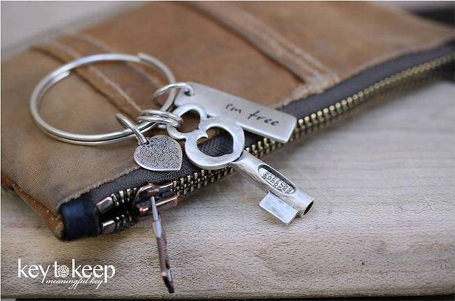 מחזיק מפתחות עם הקדשה אישית I'm free