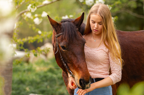 häst, hästbilder, hästfotografering, tjej med häst, hästfotograf, familjefotograf, fotograf erika gulich, fotograf hovmantorp, fotograf växjö, fotogram kalmar