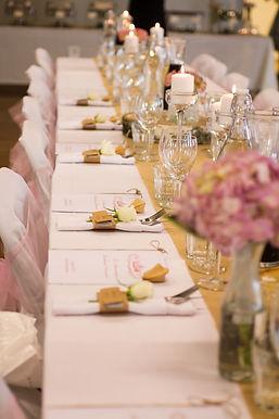 bröllop, bröllopsdukning, fest, bordsplacering, duka till fest, bröllopsfotograf, bröllopsfotograf småland, bröllopsfotograf växjö