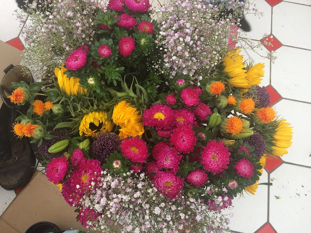 Aldi cut flowers ready my DIY wedding bouquets.