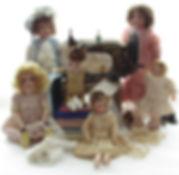 Antiikkinuket, veivattava ompelukone, antiikkipitsit, vanha posliininukke, Saksalainen nukke