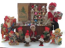 Antiikkikoristeet joulukoristemuseon kokoelmista, piipunrassitontut, käpytontu, lasikoristeet