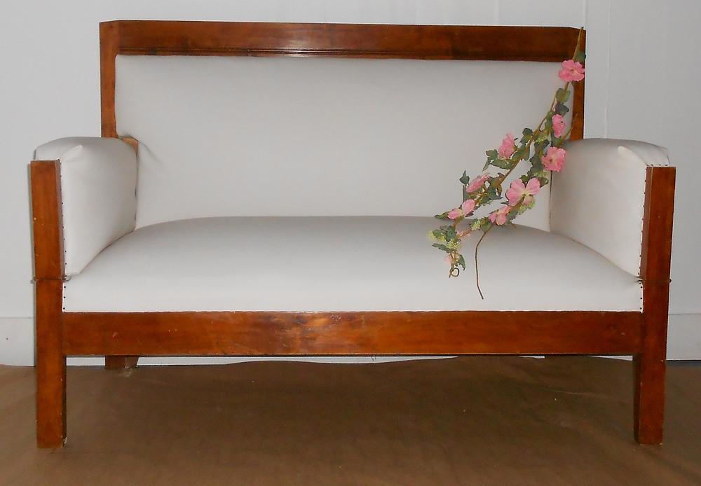 Talonpoikaissohva, talonpoikaishuonekalu, talonpoikais, vanha sohva, nahkapäällysteinen, satulavyöt, huonekaluverhoilu, vanha sohva, vanha huonekalu, tee itse, tuunaa, päällystä